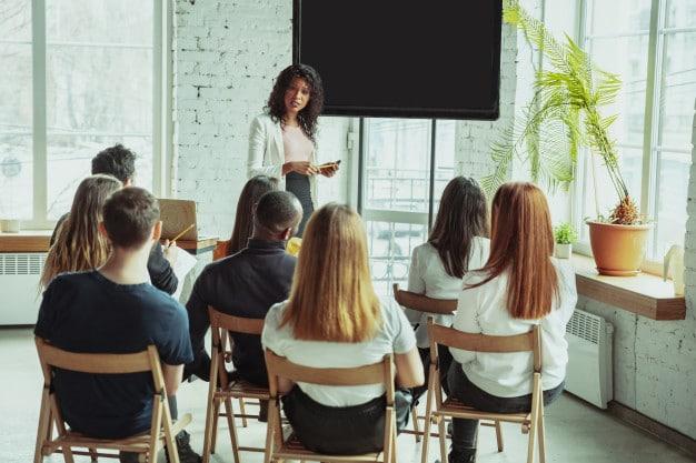 Grâce à un accompagnement sur-mesure, la formation en management aide les managers et dirigeants à atteindre leurs objectifs et ancrer les résultats sur le long terme.